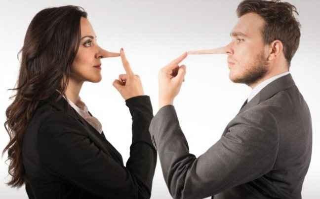 Καθημερινότητα τα μικρά ψέματα στις γυναίκες