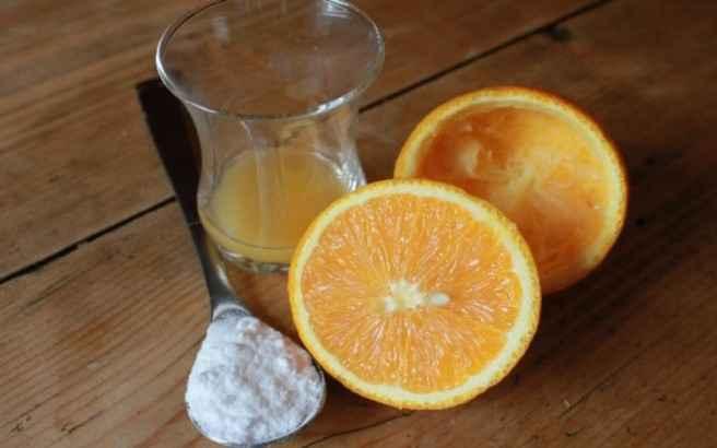 Μαγειρική σόδα και πορτοκάλι κατά της ακμής