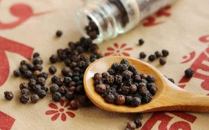 Πιπέρι: Οι «θαυματουργές» ιδιότητες του αγαπημένου μπαχαρικού