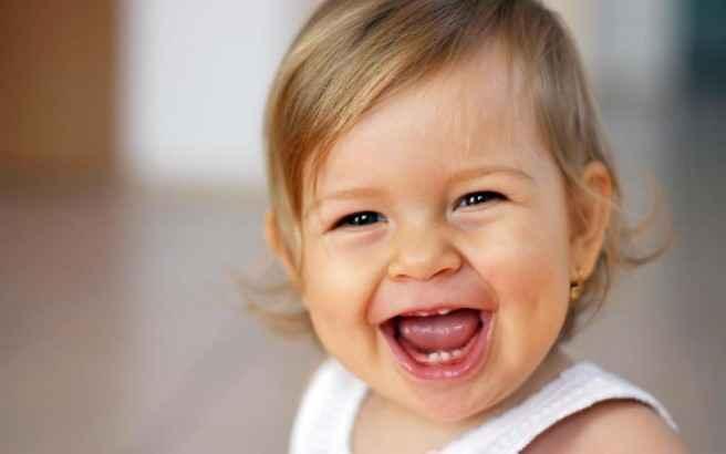 Τα μωρά μαθαίνουν πιο γρήγορα με… το γέλιο