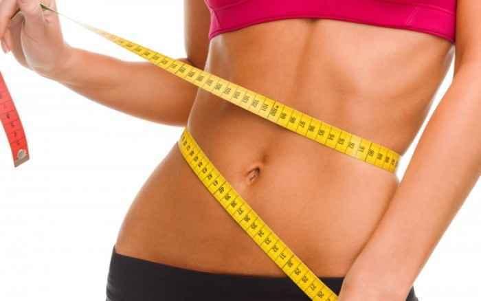 Το φρούτο εποχής που θα σε βοηθήσει να κάψεις το λίπος στη κοιλιά