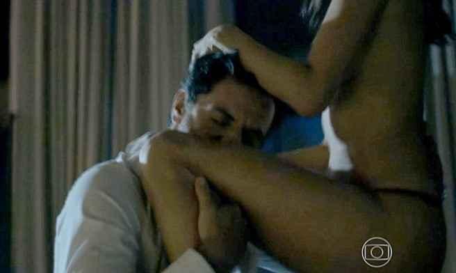 H Alessandra Ambrosio σε καυτές ερωτικές στιγμές