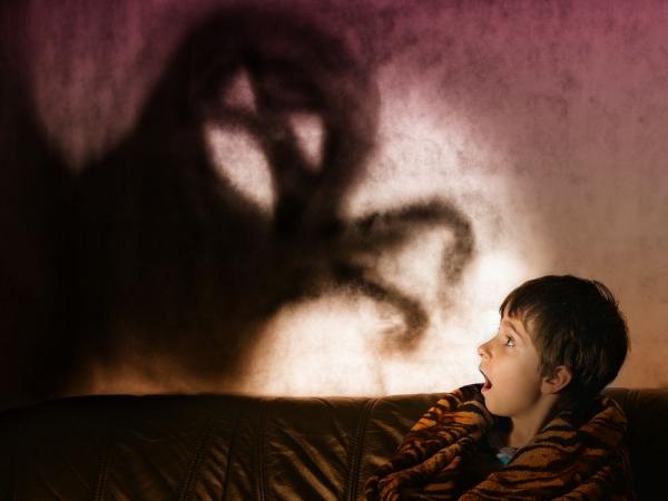 «Το παιδί μου φοβάται το σκοτάδι. Τι μπορώ να κάνω;»