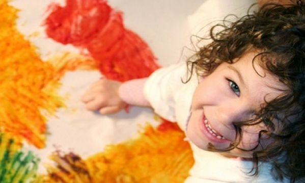 Ώρα για ζωγραφική; Αφήστε το παιδί σας να «δημιουργήσει» ελεύθερα, κάνει καλό!