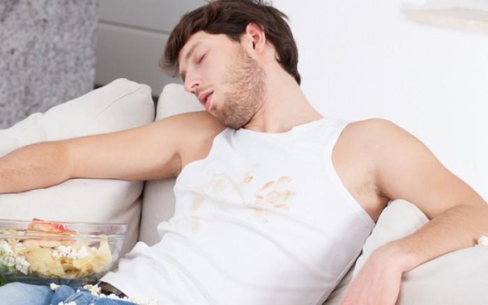 Από τι κινδυνεύετε αν πέσετε για ύπνο αμέσως μετά το φαγητό