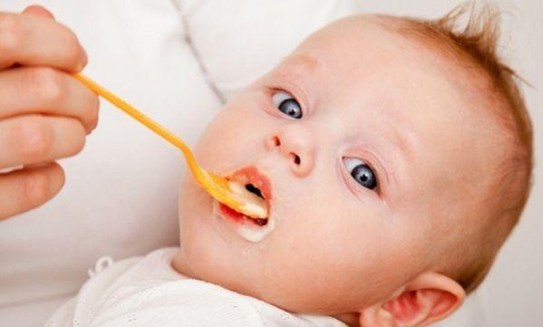 Αυτές είναι οι τροφές που πρέπει να αποφύγετε σε μωρά κάτω του 1 ενός