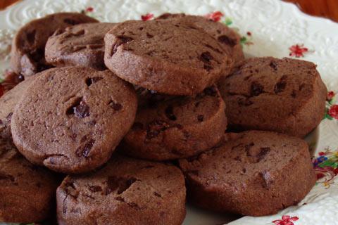 Αφράτα μπισκότα ελαιολάδου με κακάο και ρούμι