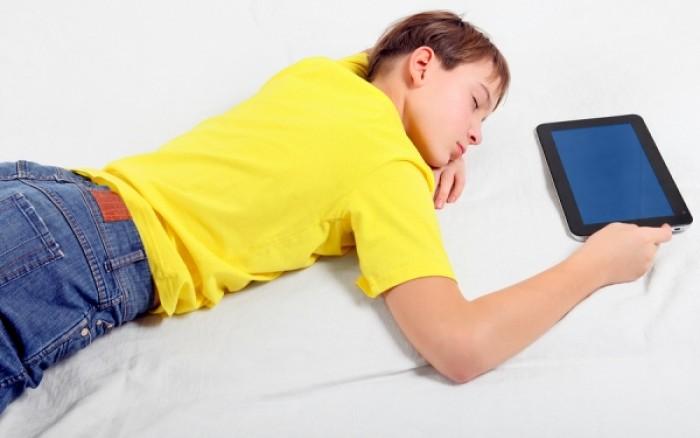 Και όμως... οι ηλεκτρονικές συσκευές μικραίνουν τις νύχτες μας