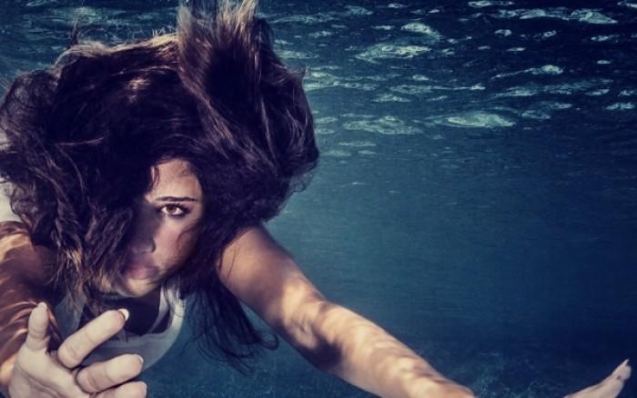 Κολύμπι στη θάλασσα & φακοί επαφής – Τι πρέπει να προσέχετε