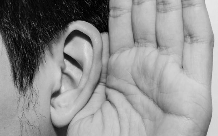 Ο σοβαρός κίνδυνος που κρύβει η απώλεια ακοής