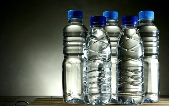 Ποιους κινδύνους κρύβουν τα πλαστικά μπουκάλια που ξαναχρησιμοποιούνται