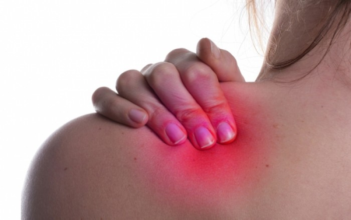 Πόνος στον ώμο: Πού οφείλεται, γιατί είναι δύσκολη η αποκατάσταση