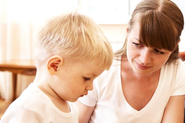 Πώς να βοηθήσετε τη γλωσσική ανάπτυξη του παιδιού
