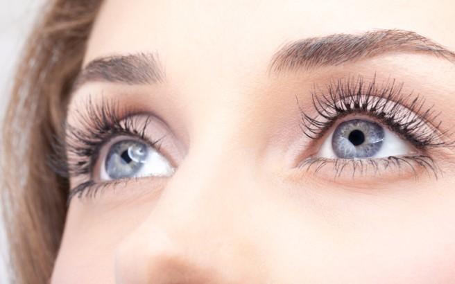 Πώς να εξαφανίσετε τις ρυτίδες γύρω από τα μάτια