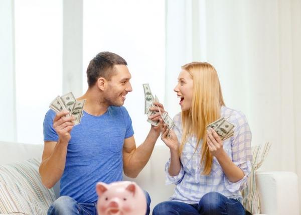 3 συζητήσεις για τα χρήματα που πρέπει να κάνουν όλα τα ζευγάρια
