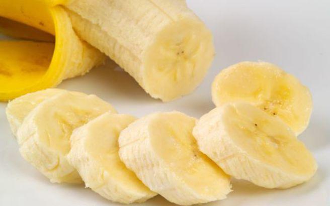 Απολεπίστε σώμα και πρόσωπο με μπανάνα