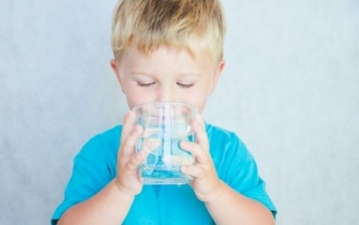 Αφυδάτωση στα παιδιά: Τι συμπτώματα έχει;