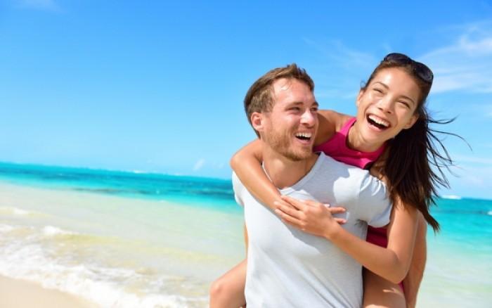 Η συνήθεια των ευτυχισμένων ζευγαριών στο Facebook