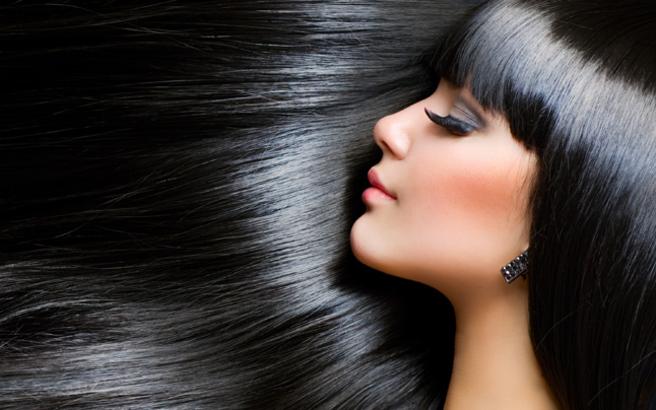 Ισιώστε τα μαλλιά σας φυσικά με λάδι καρύδας