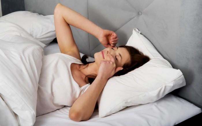 Οι επιστήμονες ανακάλυψαν γιατί τα μάτια πεταρίζουν στον ύπνο