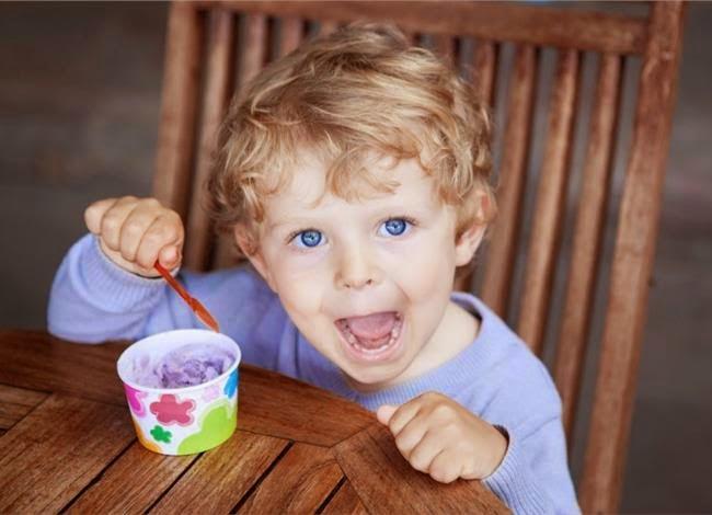 Πώς να περιορίσετε τη ζάχαρη που καταναλώνει το παιδί σας