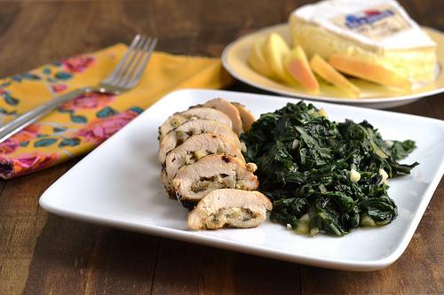 Ρολό κοτόπουλο γεμιστό με αχλάδι