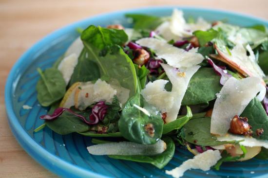 Σαλάτα με σύκο, παρμεζάνα και σπανάκι