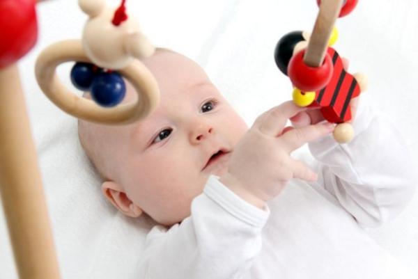 Τα πρώτα παιχνίδια με το μωρό
