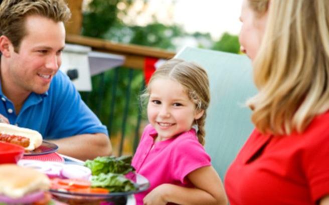 Δείτε πώς οι γονείς επηρεάζουν την κατανάλωση φρούτων και λαχανικών στα παιδιά τους