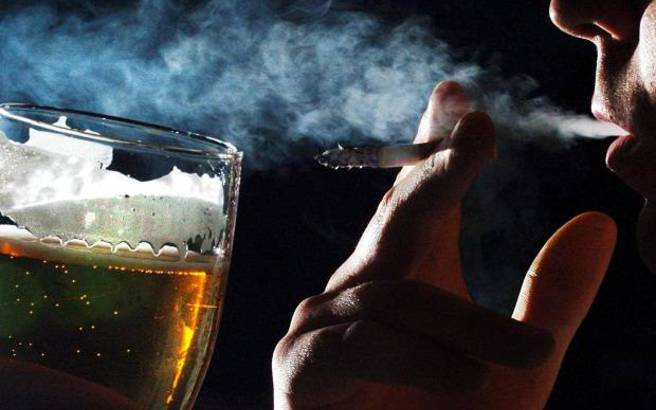 Κάπνισμα, αλκοόλ και παχυσαρκία ανησυχούν τον ΠΟΥ