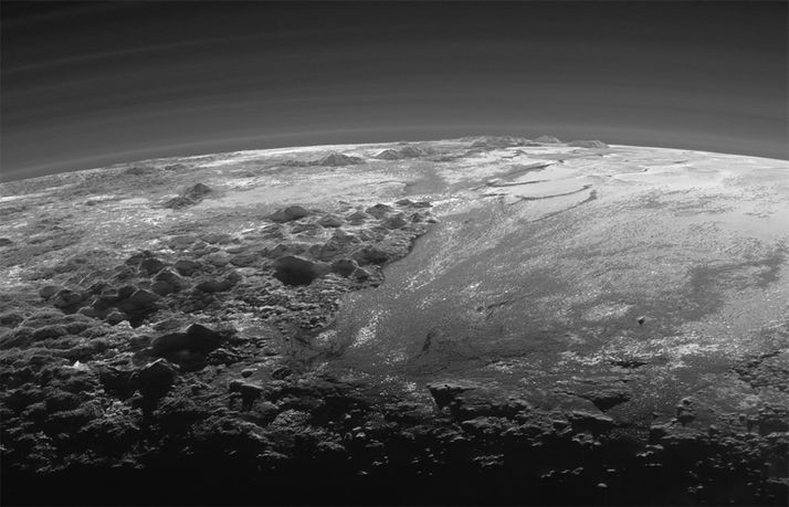 Οροσειρές και παγετώνες στον Πλούτωνα