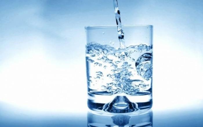 Περνάει το hangover με νερό; Τι λένε οι ειδικοί