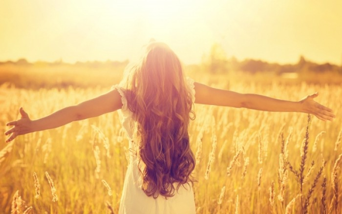 Ποιες δερματικές ασθένειες βοηθάει και ποιες επιδεινώνει ο ήλιος