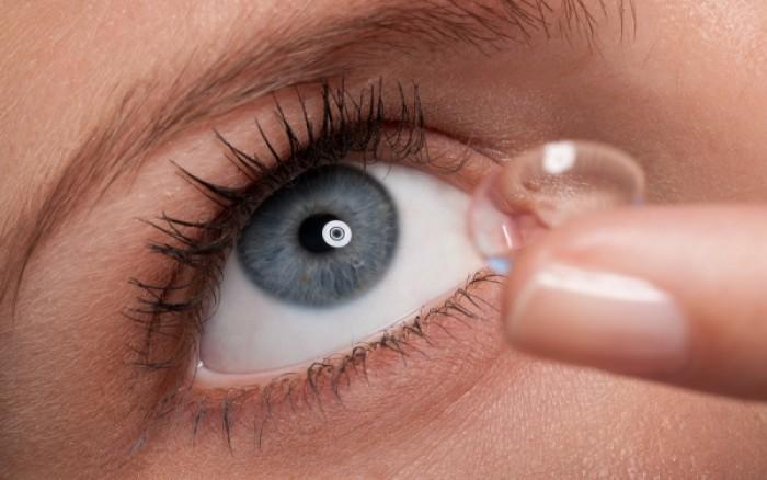 Τι προκαλούν στα μάτια οι φακοί επαφής