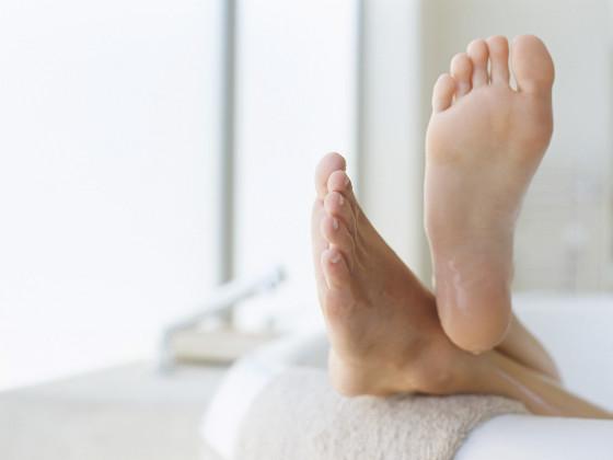 Τρεις αποτελεσματικοί τρόποι για να καταπολεμήσετε την κακοσμία στα πόδια!