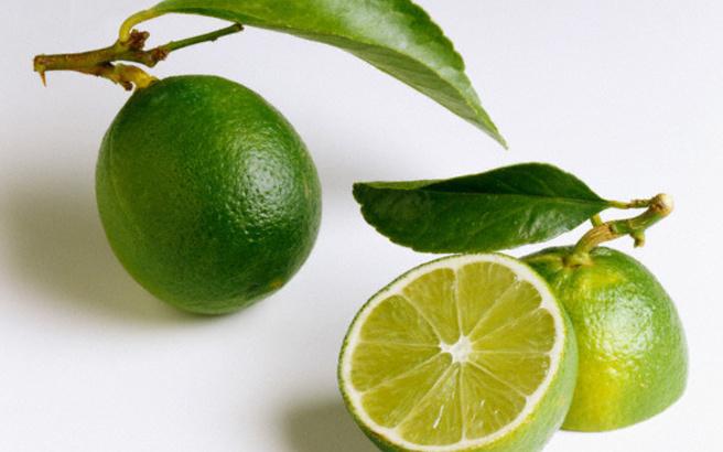Απολέπιση σώματος με lime και ελαιόλαδο