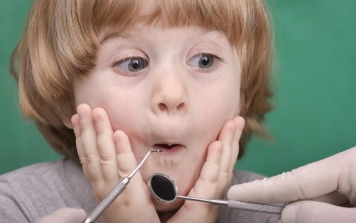 Δείτε τι προκαλεί η ζάχαρη στα παιδικά δόντια - Σοκαριστικές εικόνες