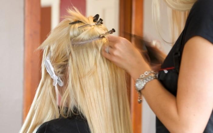 Εξτένσιονς μαλλιών: Ποιες μόνιμες βλάβες μπορεί να προκαλέσουν στο τριχωτό του κεφαλιού