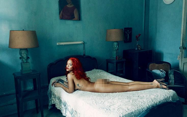 Η Ριάνα γυμνή στο κρεβάτι