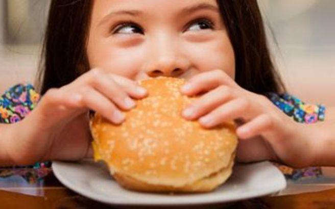 Η επιβράβευση με τρόφιμα συνδέεται με την παιδική παχυσαρκία