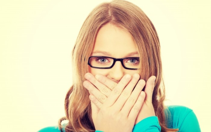Κακοσμία στόματος: Με ποια τροφή θα την καταπολεμήσεις