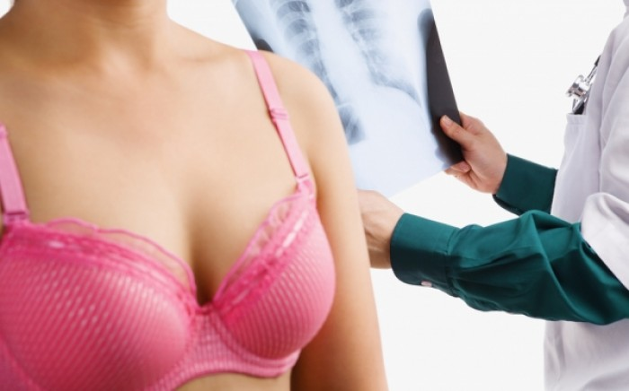 Καρκίνος μαστού: Ποιες εξετάσεις πρέπει να κάνει μια γυναίκα και πότε