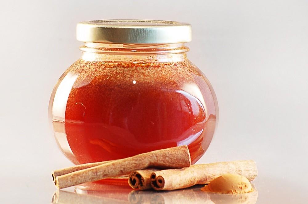 Μάσκα προσώπου τρία σε ένα με κανέλα, μέλι και ελαιόλαδο!