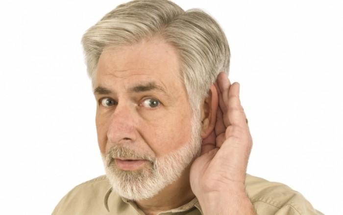 Οι ηλικιωμένοι με προβλήματα ακοής κινδυνεύουν από πρόωρο θάνατο