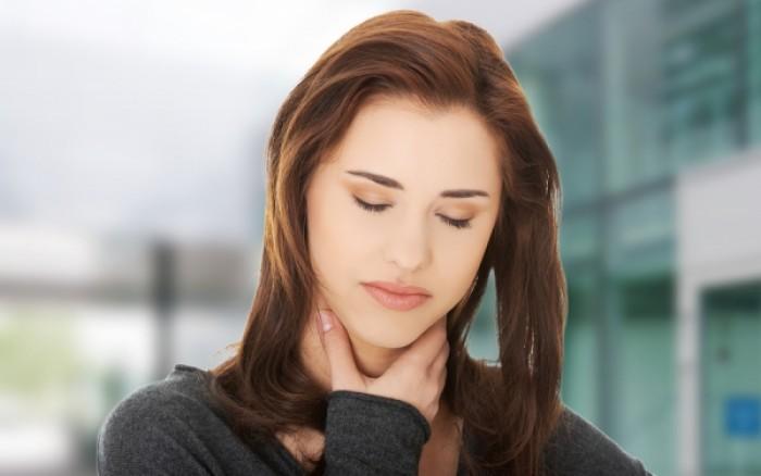 Πονόλαιμος: Το απλό τεστ που σας δείχνει αν είναι σοβαρός