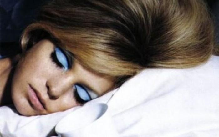 Πόσο κακό είναι τελικά να κοιμόμαστε με μακιγιάζ;