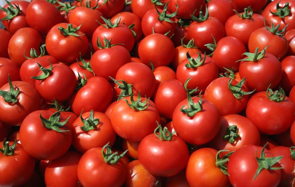 Συρρικνώστε τους πόρους του δέρματος με ντομάτα και λάιμ!