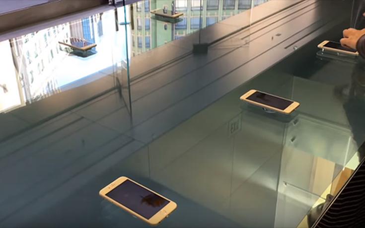 Τα νέα διαδραστικά τραπέζια των Apple Stores