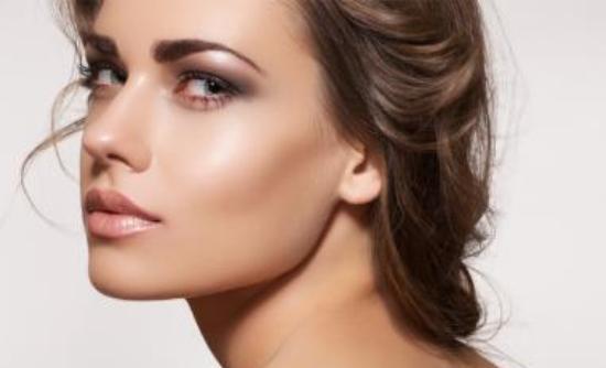 Αναδείξτε το make up σας με μια εντελώς φυσική μάσκα!