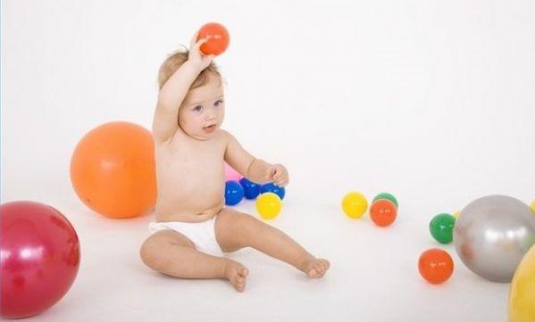 Γιατί στα μωρά αρέσει να πετάνε πράγματα